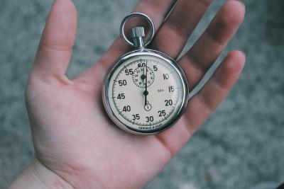 Regula celor două minute: Cum să obții rezultate impresionante într-un timp scurt
