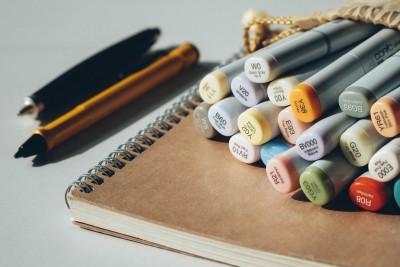 În pană de idei? 5 exerciții care îți vor dezvolta creativitatea