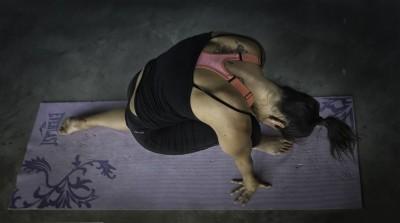 10 legi din yoga prin care să eviți manipularea