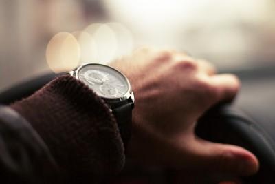 Test auto: Află ce fel de șofer ești după cum îți ții mâinile pe volan