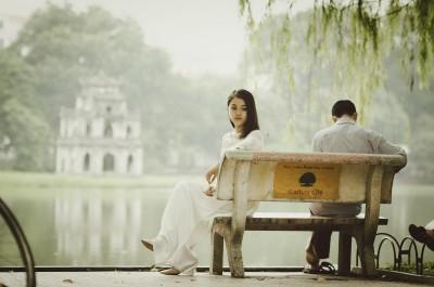 De ce femeile pleacă chiar și atunci când iubesc