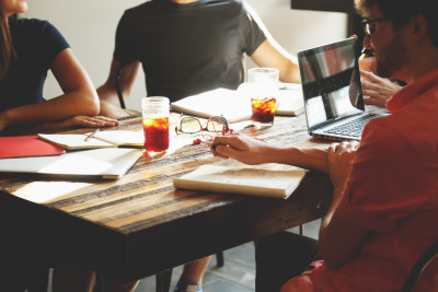 12 pași pe care trebuie să îi faci pentru a fi fericit la locul de muncă