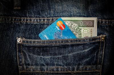 6 acțiuni greșite care îți golesc portmoneul