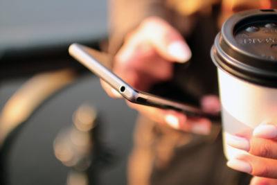 Șterge câteva aplicații din smartphone pentru a învinge stresul