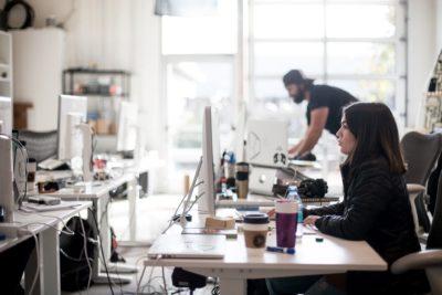 Bunele maniere la birou. Reguli de care trebuie să ții cont