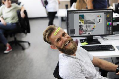 Cele 10 avantaje ale oamenilor care zâmbesc mereu