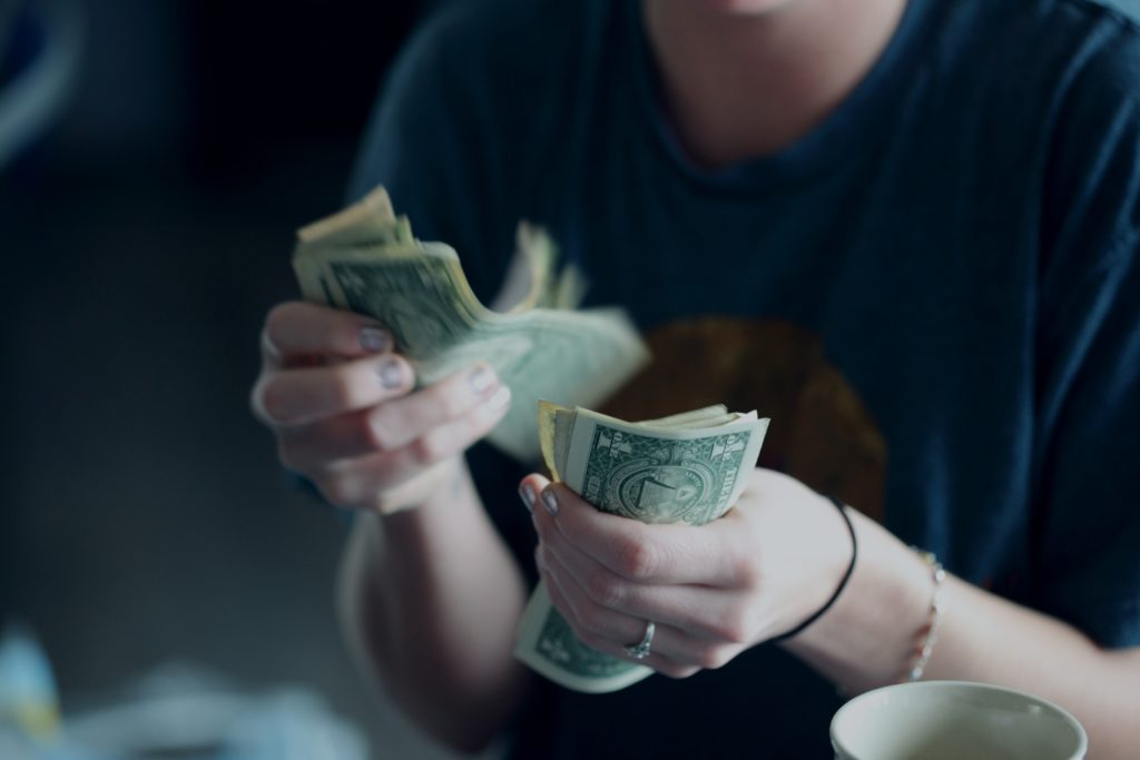 cum să faci bani pentru a trăi)