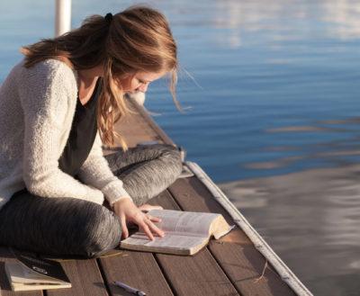 Vrei să citești mai mult, dar nu-ți prea reușește? Iată 5 sugestii pentru a face din citit un obicei