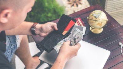 4 moduri prin care îți pierzi banii fără să realizezi