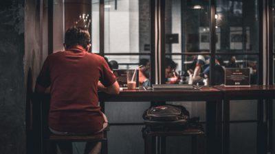 Dacă îți petreci timpul mai mult singur, ai putea mai fi mai deștept decât credeai