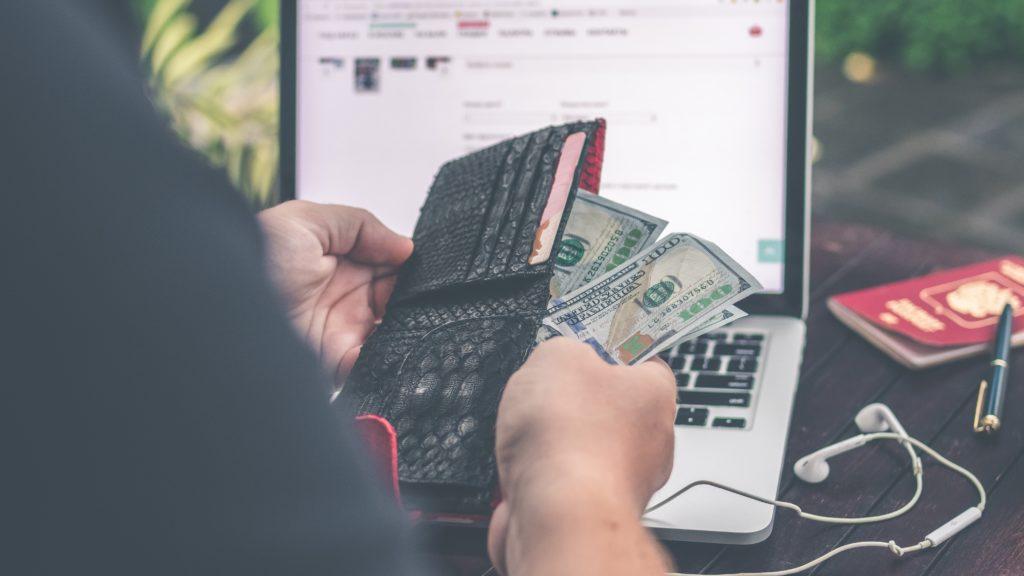 cum să faci bani fără să- ți cheltuiești banii