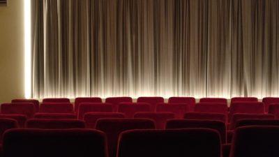 10 filme și seriale perfecte pentru învățarea limbii engleze