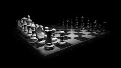 """Înțelepciunea italiană spune: """"Când jocul se termină, regele și pionul cad în aceeași cutie"""""""