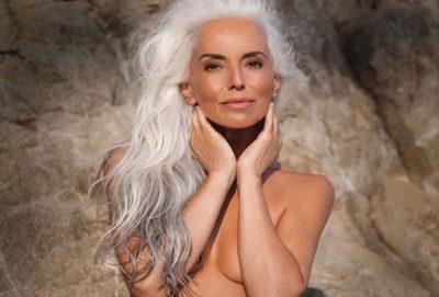 Modelul de 63 de ani distruge miturile despre îmbătrânire: secretul frumuseții nu este în vârstă, ci în bucuria vieții