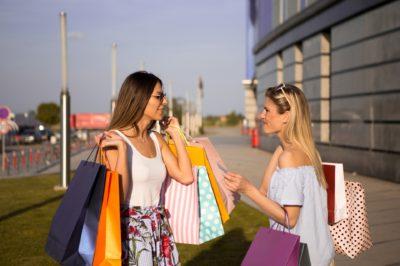 10 motive pentru care cumperi o grămadă de lucruri inutile
