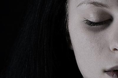 Gândurile negative generează vibrații scăzute